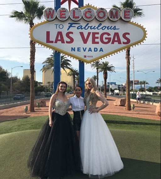 Kikko Weddings Photo Session Las Vegas Sign